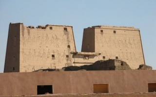 Pylon w Edfu