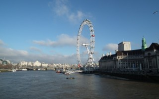 London Eye z profilu